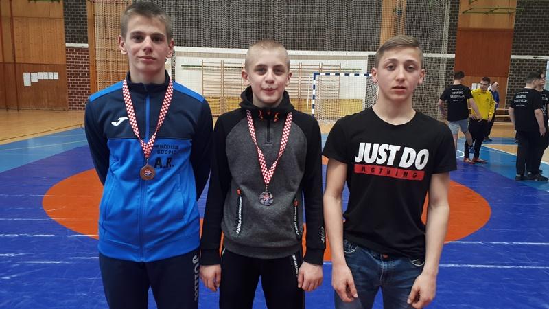 Photo of Mladi gospićki hrvači osvojili dvije medalje na prvenstvu u Zagrebu
