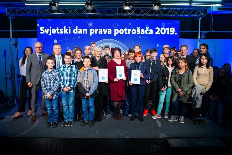 Photo of SVJETSKI DAN PRAVA POTROŠAČA Osnovnoškolci iz Otočca najbolji u kategoriji Strip!