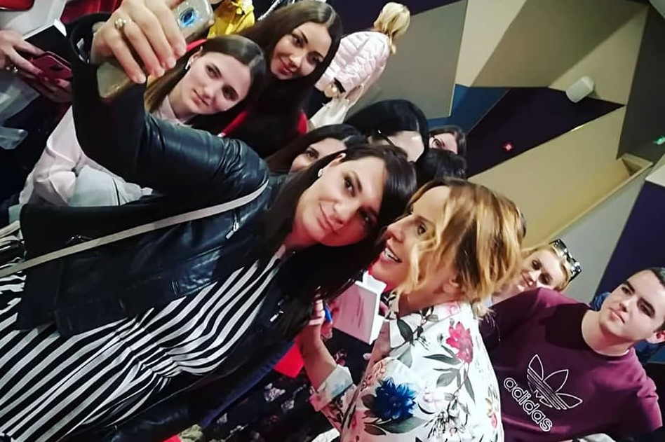 Photo of Kome smeta Ana Bučević? Popularnoj youtuberici i savjetnici za samopomoć prijeti godina dana zatvora zbog nadrilječništva