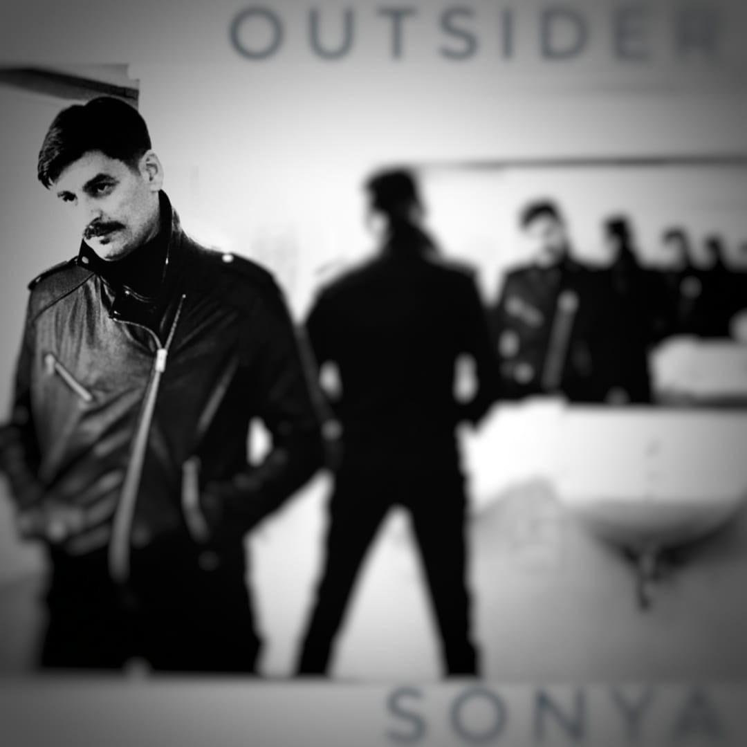 """Photo of """"Outsider"""" – novi odličan singl splitskog dvojca Sonya"""