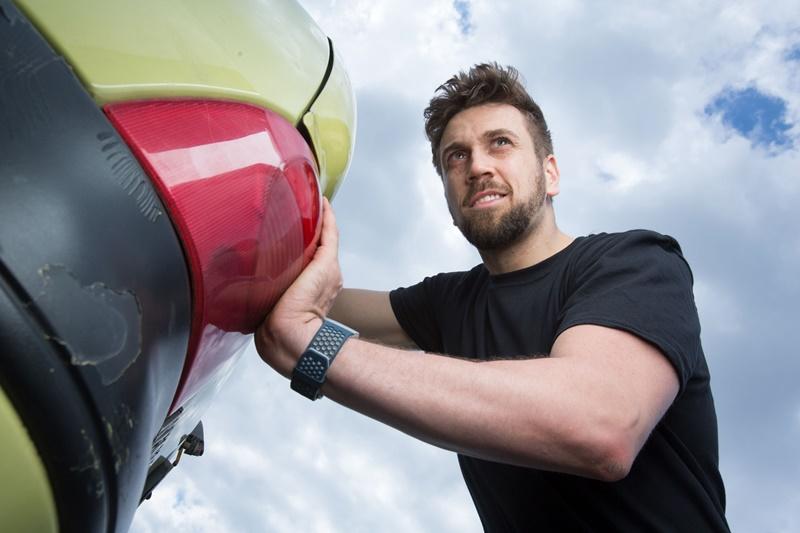 Photo of GURAJ DO KRAJA Tomislav Lubenjak izaziva Guinnessov rekord u duljini guranja automobila