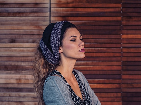 Photo of Aklea Neon – putujuća glazbenica koja je od ljubavne priče napravila svoj prvi hit