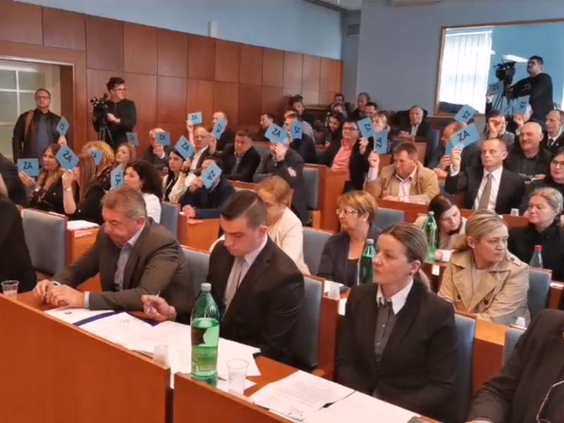 Photo of OBAVIJENO VELOM TAJNE Ne smije se javno izabrati predsjednik Skupštine Ličko-senjske, kreće se na tajno glasanje