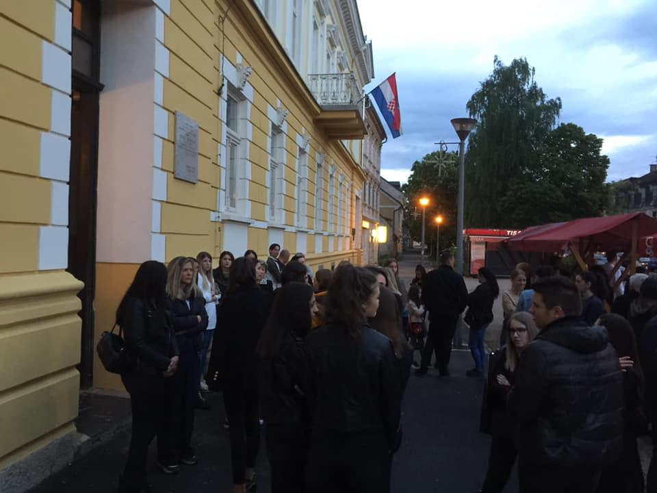Photo of SKANDAL U OTOČCU Spriječen početak izbora za Miss Ličko-senjske, dojavom o bombi