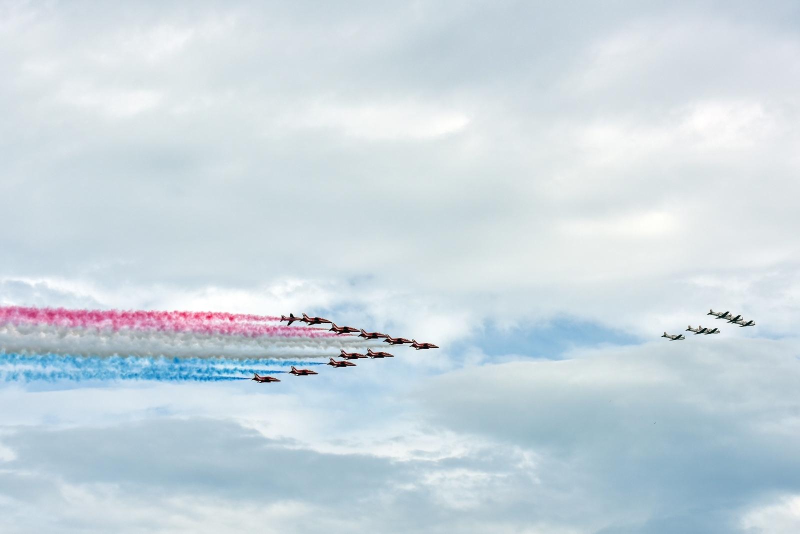 Photo of FOTO 16 aviona akrobatskih skupina atraktivno letjelo iznad Zadra! Britanske i hrvatske zračne snage odradile pozdravni prelet