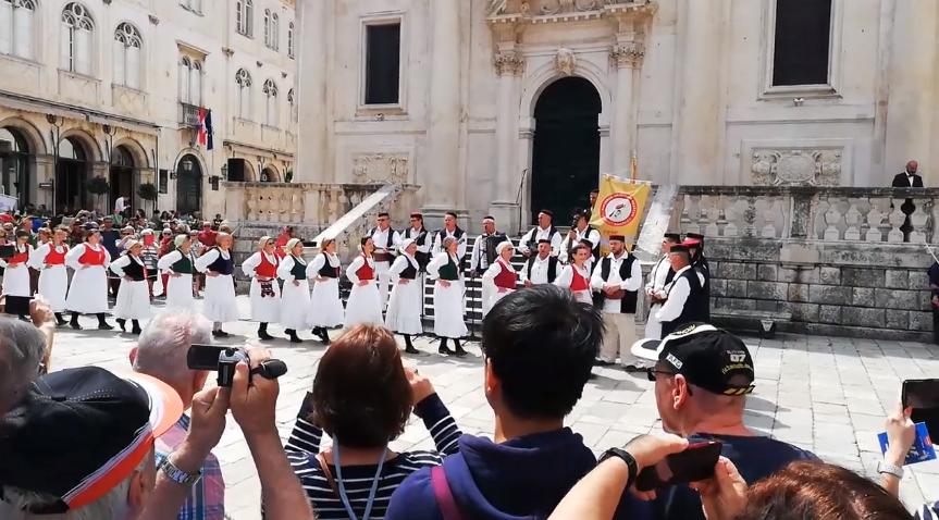 Photo of VIDEO Ličani nastupili u srcu Dubrovnika, KUD Izvor iz Rakovice atrakcija na Stradunu