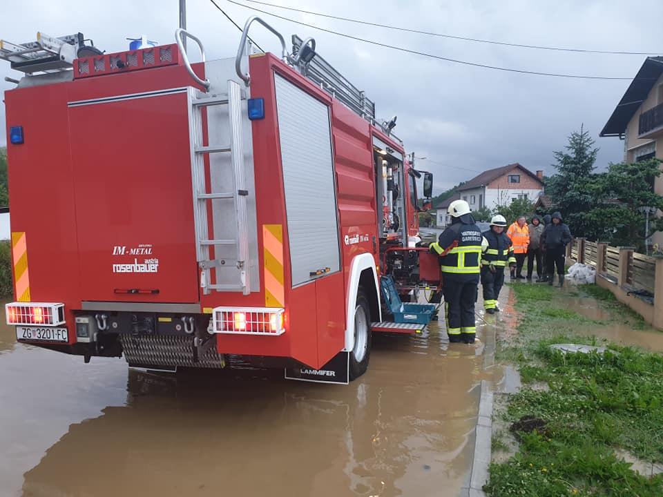 Photo of Vatrogasci saniraju posljedice nevremena diljem Hrvatske