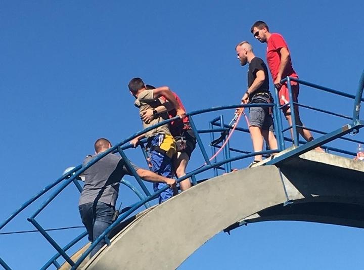 Photo of Pijan se popeo na skakaonicu u Karlovcu, spašavao ga HGSS
