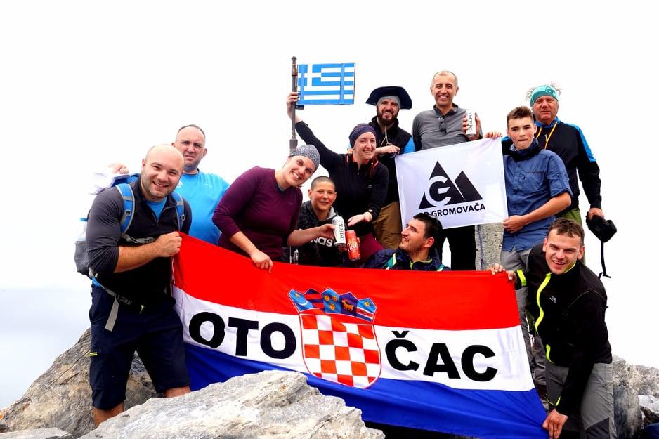 """Photo of FOTO Otočki planinari iz društva """"Gromovača"""" osvojili Olimp!"""