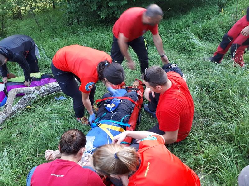 Photo of Gospićki HGSS spasio paraglajdera koji se srušio kod Vrhovina