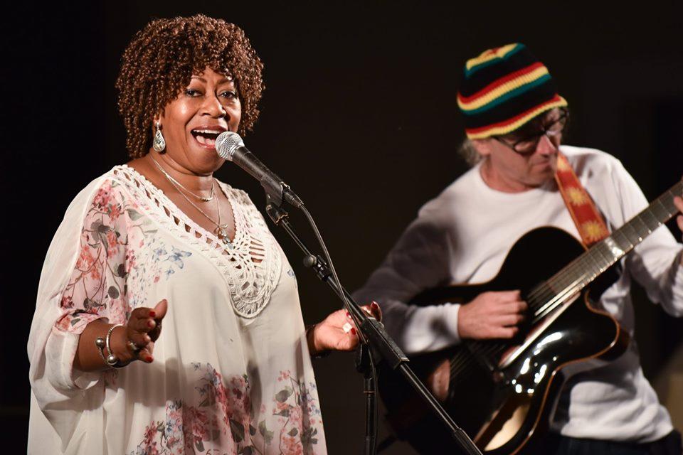 Photo of FOTO Koncert jazz dive Denise Jannah održao se u centru Novalje