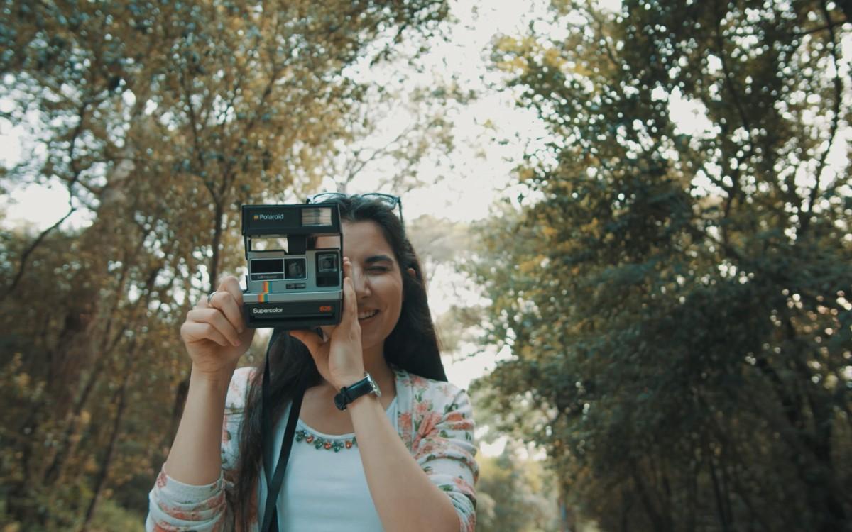 """Photo of Dina Rizvić u spotu za novi singl """"Samo ti"""" polaroid fotoaparatom otkriva ljepote Istre"""