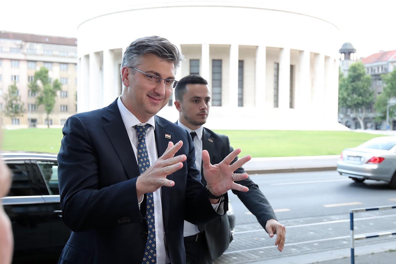 Photo of VIDEO Kuščević više nije ministar, Plenković prihvatio sve ostavke