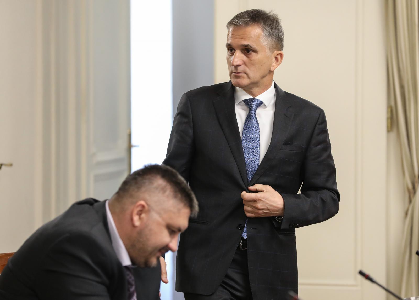 Photo of Zašto je ministar Goran Marić otišao iz Vlade?