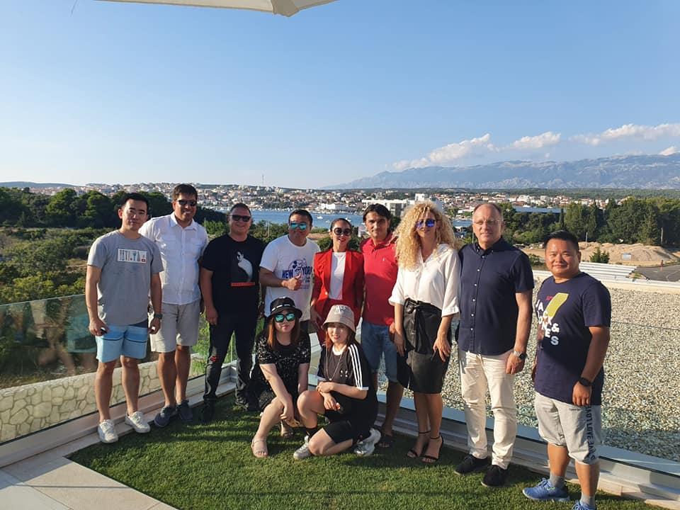 Photo of Snimateljska ekipa najveće kineske turističke agencije CTRIP posjetila Novalju, upoznali i Zlatka Dalića