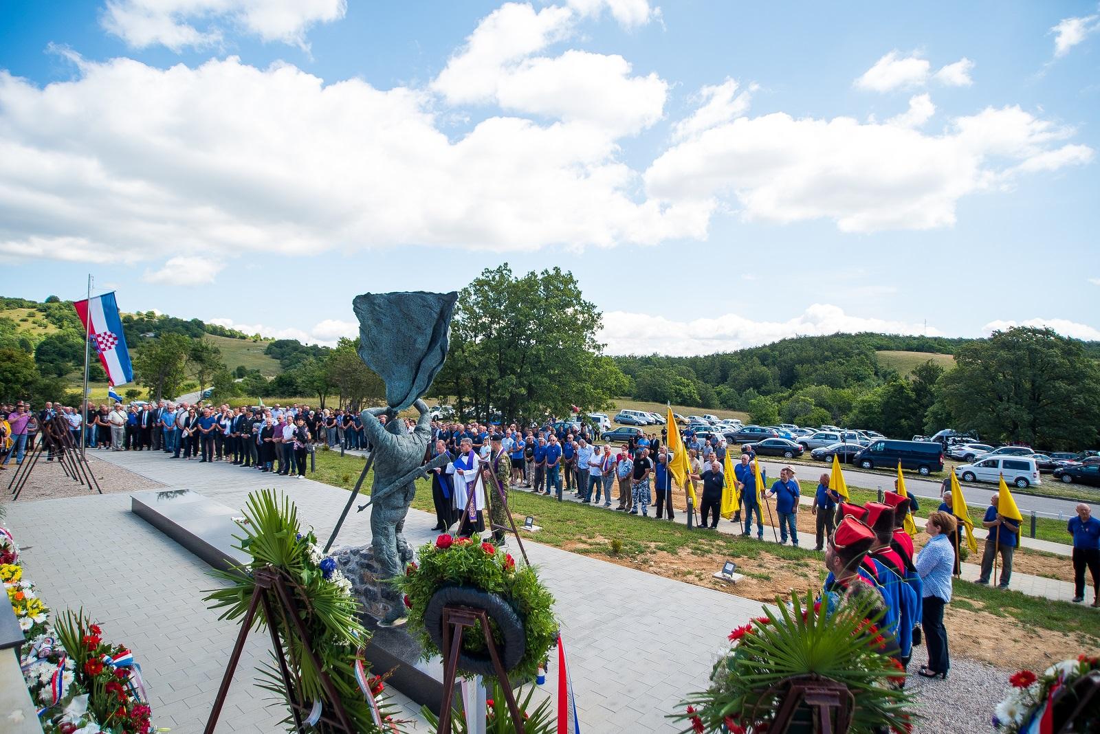 Photo of FOTO Na Ljubovu obilježen Dan pobjede i domovinske zahvalnosti i Dan hrvatskih branitelja