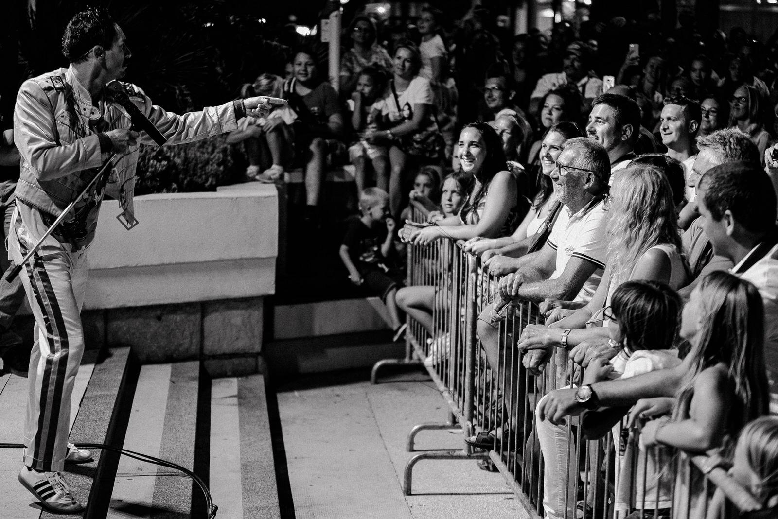 "Photo of FOTO/VIDEO: ""QUEEN"" NAPRAVIO SHOW Freddie Mercury i band na Ruži vjetrova u Novalji"