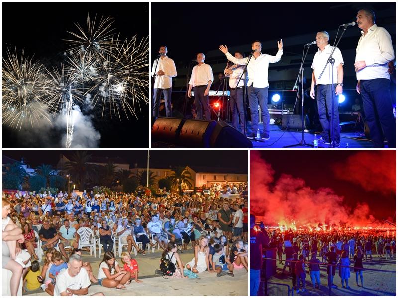 Photo of FOTO Koncertom klape Intrade i spektakularnim vatrometom proslavljena 24. obljetnica Oluje u Novalji