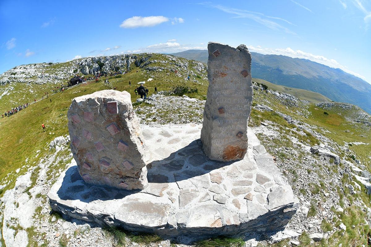 Photo of Uoči Oluje na Dinari otkriven spomenik hrvatskim braniteljima