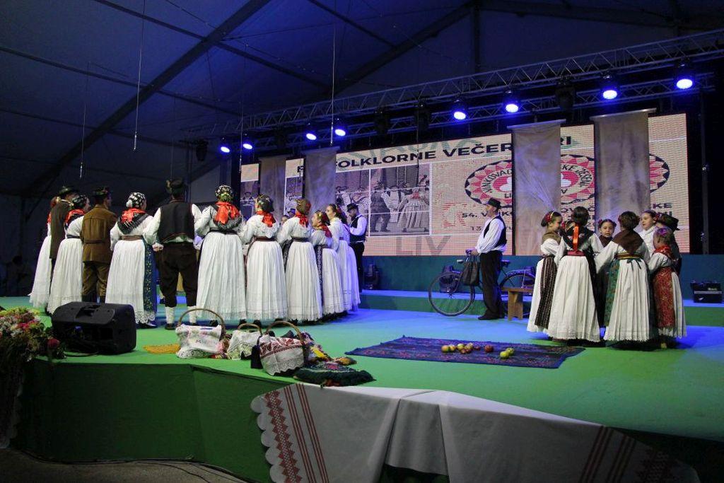 """Photo of Pobjednik Folklornih večeri je KUD """"Slavko Janković"""" Rokovci – Andrijaševci"""