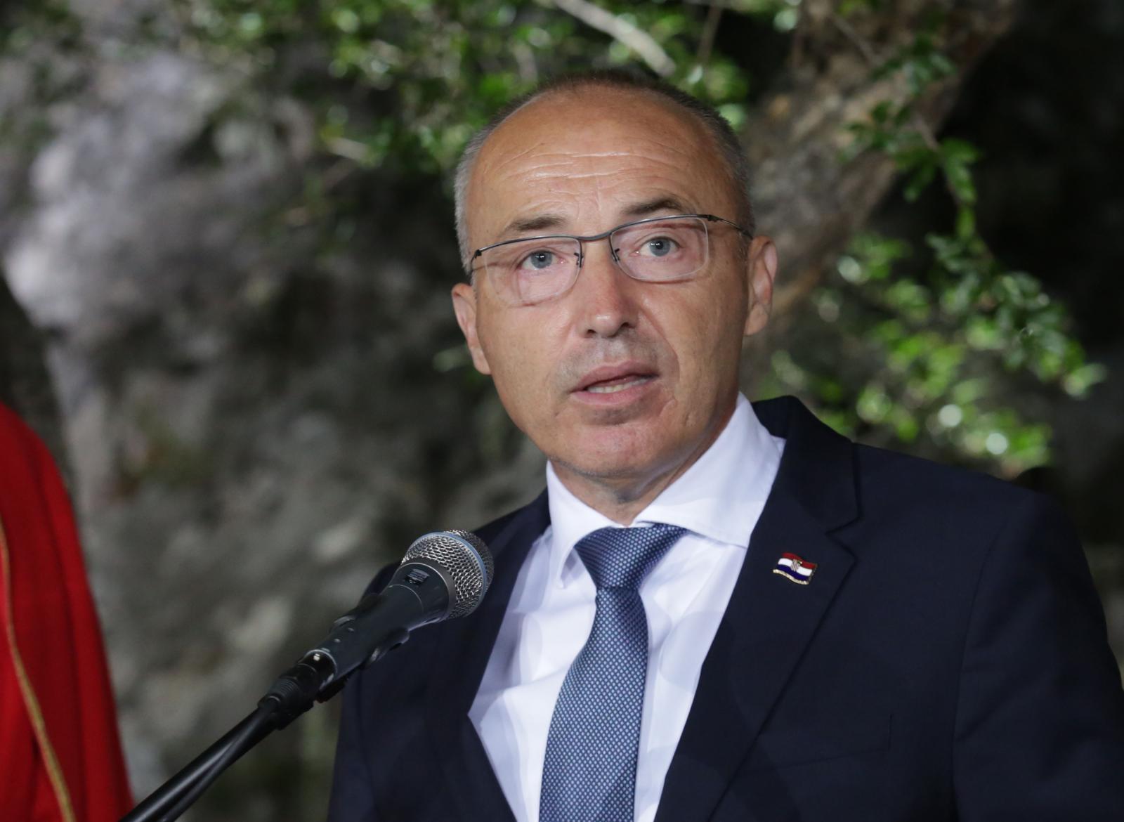 Photo of Ministar Krstičević oštro osudio napad na maloljetnika u Otočcu