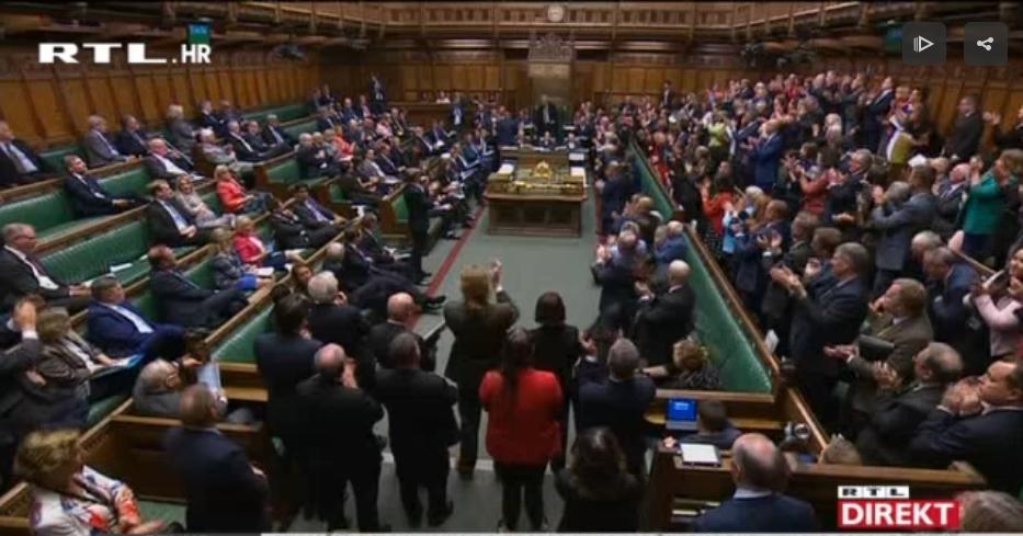 Photo of VIDEO Potpuni kaos oko Brexita, koji je sljedeći potez britanskog premijera?