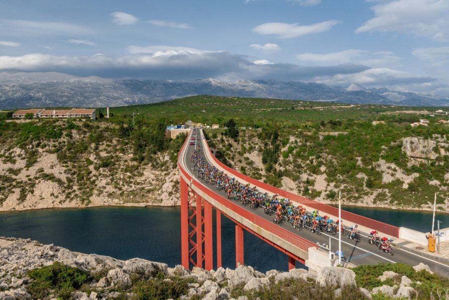 Photo of PROLAZI KROZ SLUNJ I PLITVICE Biciklistička utrka CRO Race starta 1. listopada!