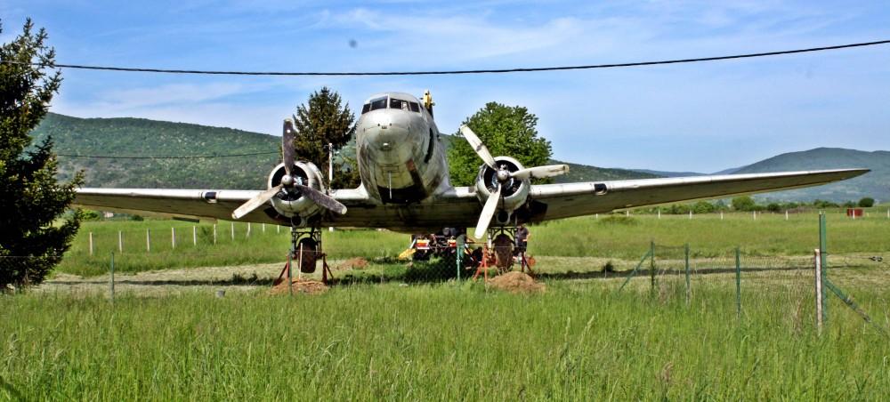 Photo of ŠPILNIK Nakon našeg intervjua ekspresno počelo stavljanje otočkog aviona DC-3 u turističku funkciju!