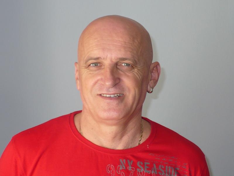 """Photo of Gospićki književnik i publicist Danko Ivšinović u Zborniku aforizama """"Biseri uma"""""""