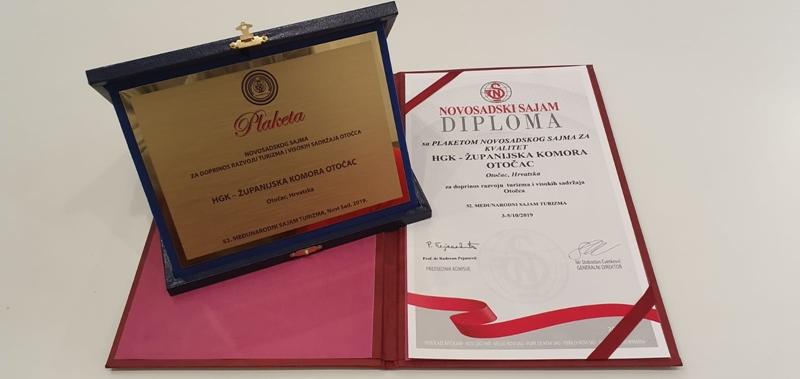 Photo of ZLATNA PLAKETA NOVOSADSKOG SAJMA Županijska komora Otočac nagrađena za doprinos razvoju turizma i visokih sadržaja Otočca