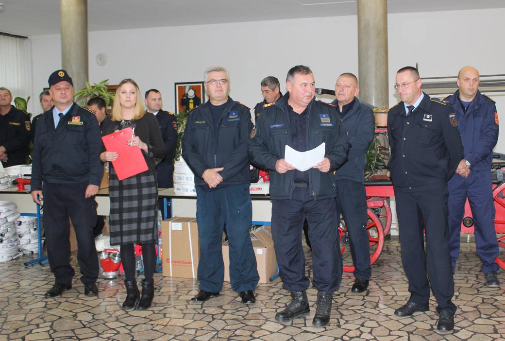Photo of Veleposlanstvo SAD-a doniralo opremu hrvatskim vatrogascima