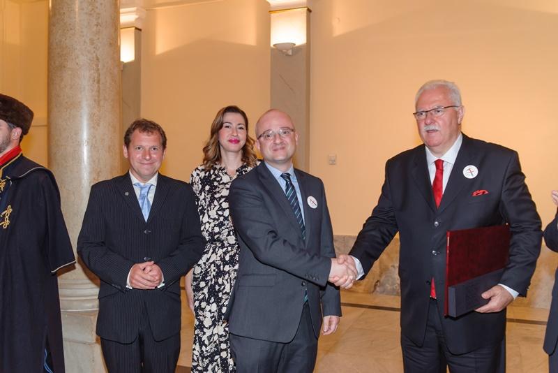 Photo of Novi Veleposlanik kravate je akademik i znanstvenik Igor Rudan!