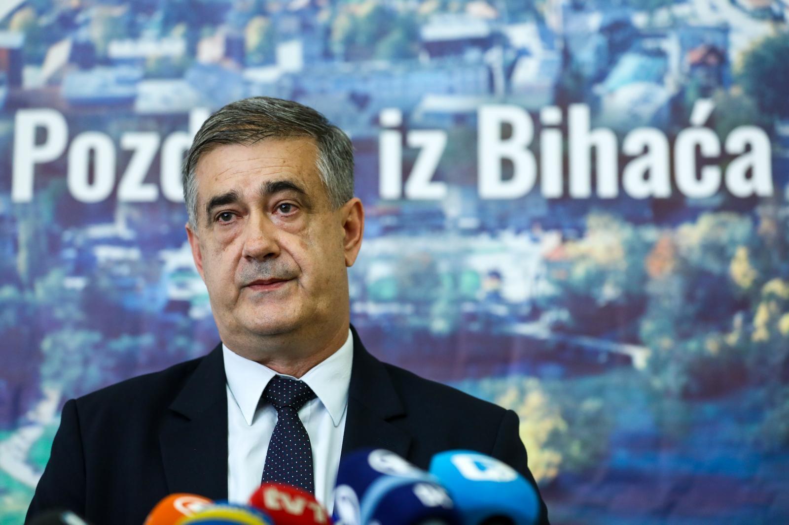 Photo of Gradonačelnik Bihaća službeno potvrdio više od 6000 migranata: PLJEŠIVICA JE PREPLAVLJENA!
