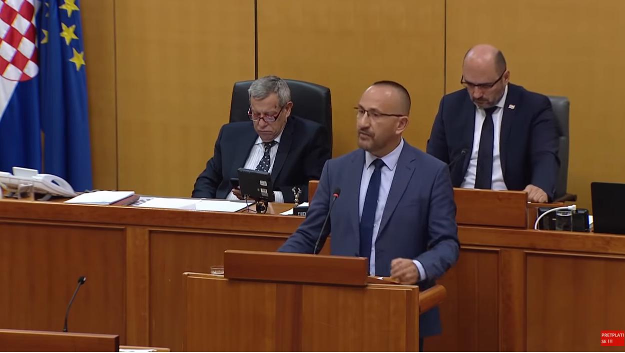 Photo of Zekanović poklonio Plenkoviću knjigu na dar, pogodite temu