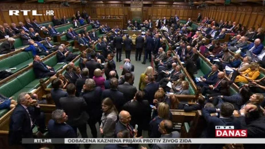 Photo of VIDEO Britanci idu na parlamentarne izbore u prosincu