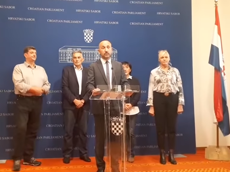 """Photo of """"TISUĆE I TISUĆE MUŠKARACA MIGRANATA"""" Zekanović pozvao Vladu da na granice pošalje vojsku"""
