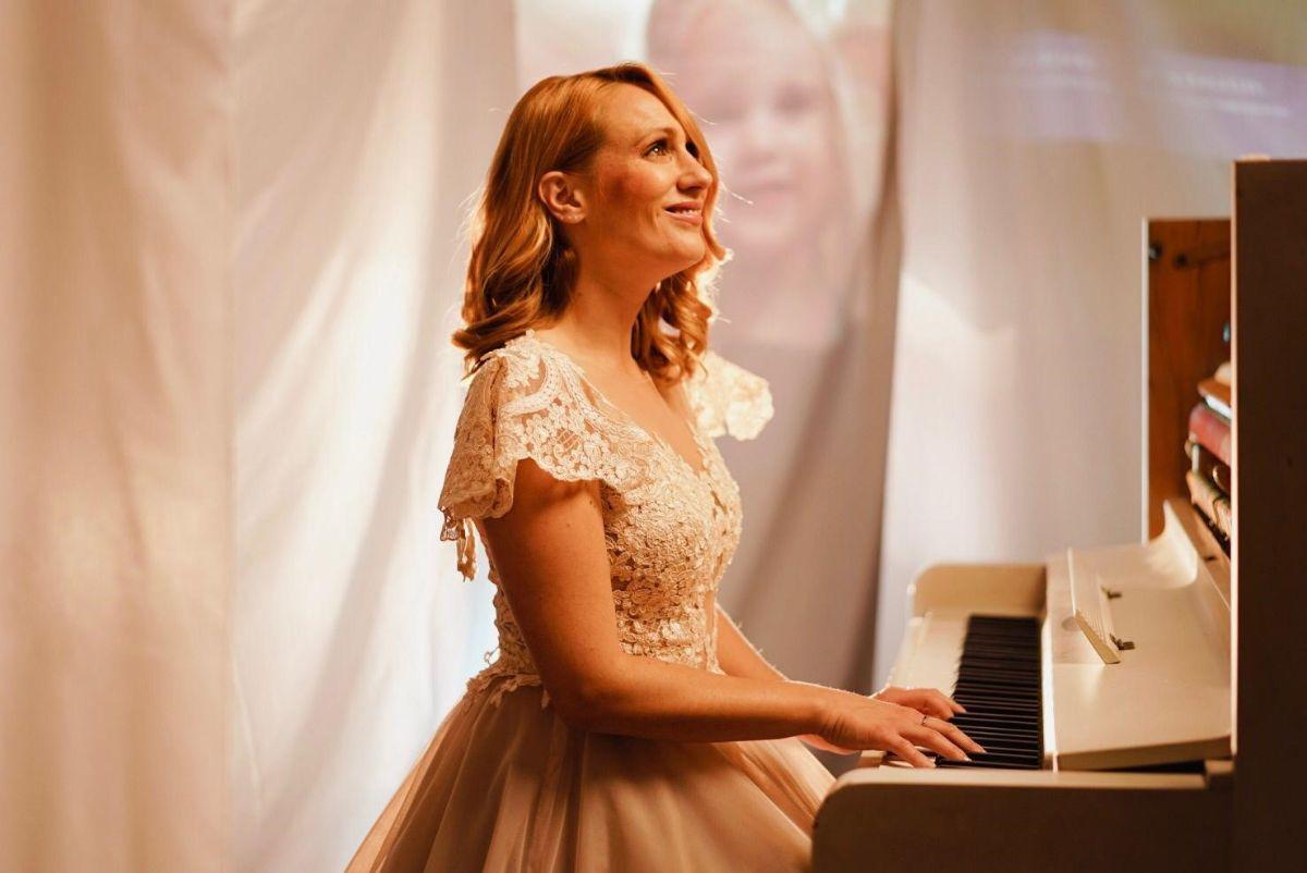 """Photo of """"Minut u tišini"""" Nede Parmać, pjesma s kojom će se poistovjetiti svaka mlada majka"""