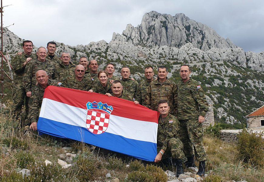 Photo of Djelatnici Inspektorata obrane proveli kondicijsku hodnju na Velebitu i Udbini