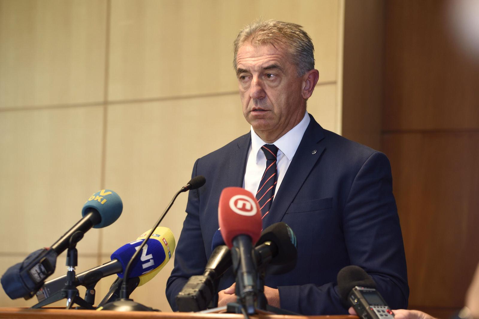 Photo of Milinović se vraća u HDZ? Nacional primijetio zatopljavanje odnosa između Plenkovića i ličko-senjskog župana