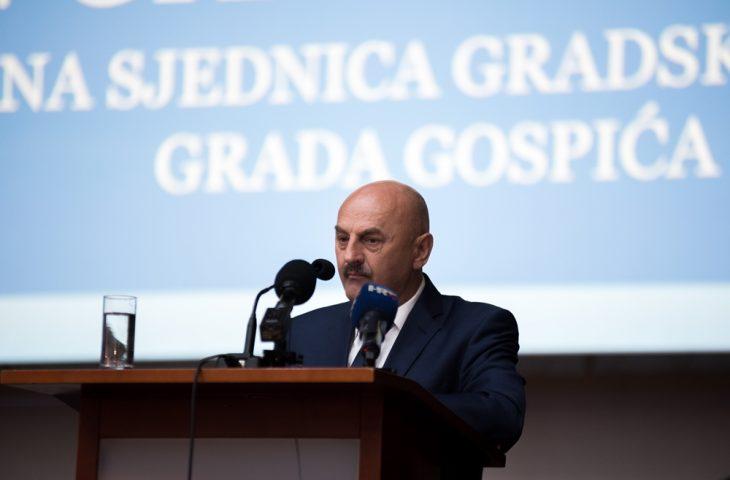 """Photo of Gradonačelnik Karlo Starčević: """"Svim građanima Gospića i žiteljima Republike Hrvatske čestitamo Dan neovisnosti!"""""""