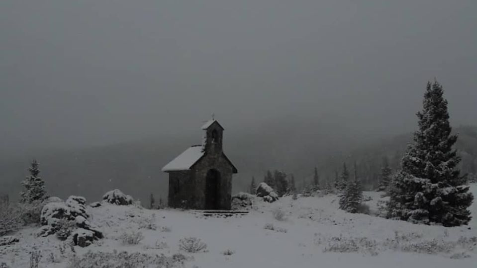 Photo of FOTO Snježna idila zamijenila tople boje jeseni na Velebitu