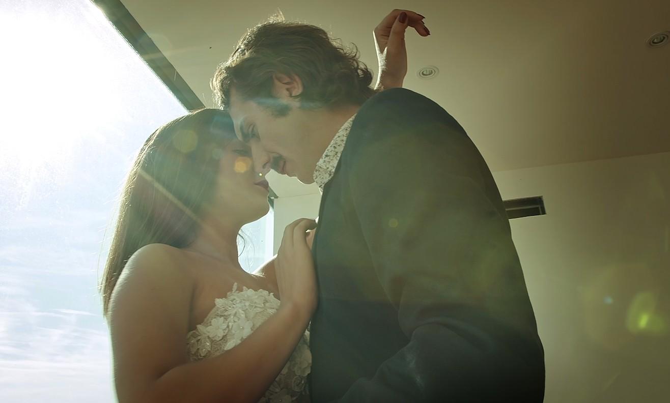 """Photo of """"Na dlanu te nosim"""" Bosutskih bećara – savršena pjesma za zaljubljene parove dobila i video spot!"""