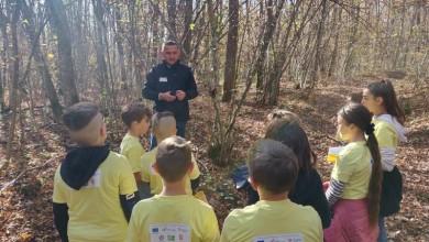 Photo of FOTO HGSS stanica Gospić održala niz radionica za djecu i mlade u šumi Jasikovac