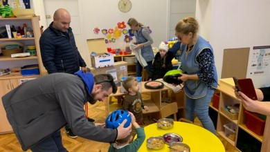 Photo of OTOČAC Barkanovci darivali najmlađe, poklonili djeci bicikle i kacige