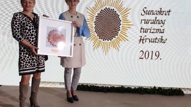 Photo of Brončana povelja kao poduzetnici u turizmu – Heleni Bogdanić u Otočac