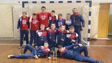 Photo of Mladi gospićki rukometaši osvojili broncu na turniru u Solinu