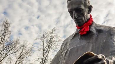 Photo of FOTO Tesla na Slapovima Niagare dobio crvenu hrvatsku kravatu, kao i spomenici diljem Europe