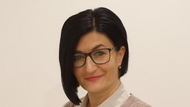 Photo of INTERVIEW Irena Banić – Samozatajna i proaktivna Otočanka koja se u slobodno vrijeme bavi slikarstvom i čini Gacku ljepšom i boljom