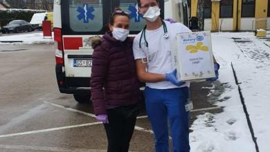 Photo of IZ VLASTITE PROIZVODNJE Lika svjetlo doniralo maskice hitnom prijemu Opće bolnice Gospić