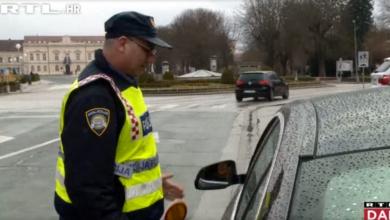 """Photo of VIDEO Policija u posebnoj akciji povodom Dana žena: """"Šokirana sam, ali stvarno jako lijepo"""""""